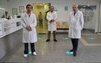 Los doctores Rafael Fernández de Soria, Javier Elduayen y Jose Luis López-Santamaria Redondo (Foto: Quirónsalud)