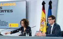 La portavoz del Gobierno, María Jesús Montero y el ministro de Sanidad, Salvador Illa. (Foto. Pool Moncloa/Borja Puig de la Bellacasa)