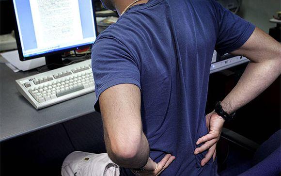 El dolor de espalda es la primera causa de baja laboral junto a la gripe en España