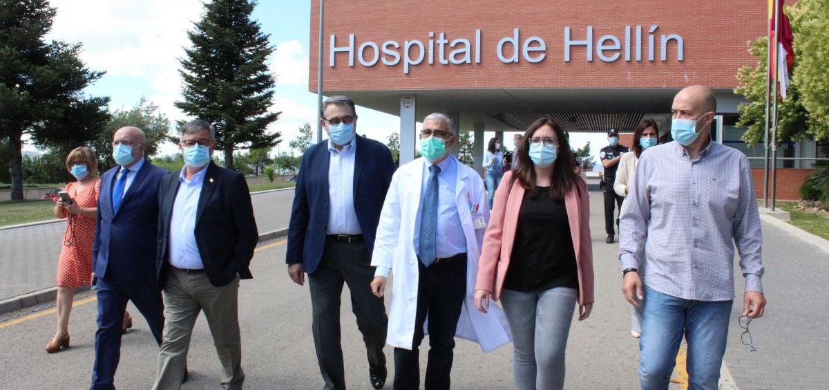 El consejero de Sanidad de Castilla-La Mancha, Jesús Fernández Sanz, en su visita al Hospital de Hellín (Foto. Gobierno de Castilla-La Mancha)