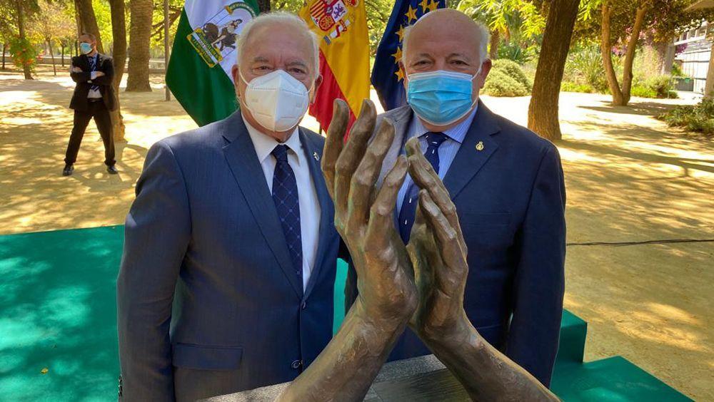 Esculturas y homenajes a los sanitarios por la Covid-19