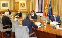 Representantes del Ministerio de Sanidad reciben los resultados del estudio impulsado por Fundación Signo e Hiris Care (Foto. Ministerio de Sanidad)