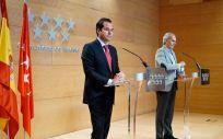 Ignacio Aguado, vicepresidente de la Comunidad de Madrid; y el consejero de Sanidad de la Comunidad de Madrid, Enrique Ruiz Escudero. (Foto. Comunidad de Madrid)