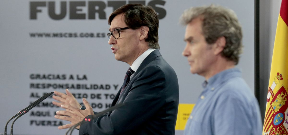 El ministro de Sanidad, Salvador Illa y el director del CCAES, Fernando Simón (Foto. Moncloa)