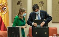La diputada del PP, Ana Pastor, junto al ministro de Sanidad, Salvador Illa (Foto: Flickr PP Congreso)