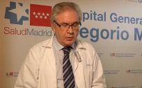 Joseba Barroeta, gerente del Hospital Universitario Gregorio Marañón, leyendo la carta (Foto. ConSalud)