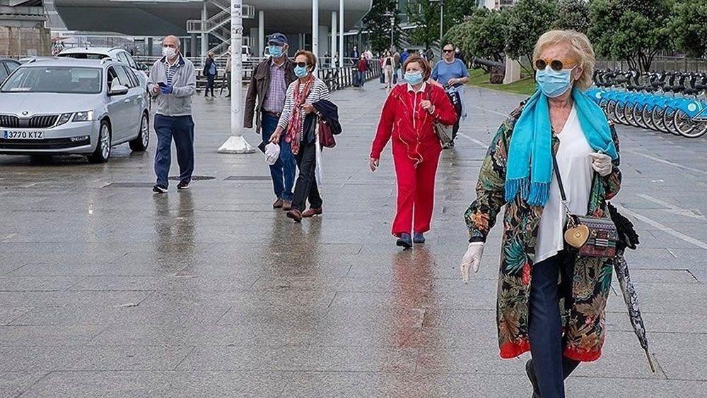 Gente paseando por Santander con mascarilla (Foto. Europa Press)