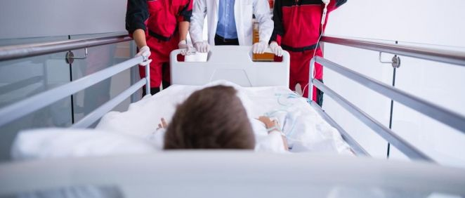 Profesionales sanitarios y paciente. (Foto. CCOO)