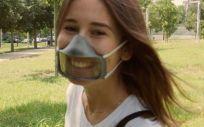 Se trata de máscaras de plástico totalmente transparente que permitan la visualización de la boca del usuario que la lleva Foto. MASKIN)