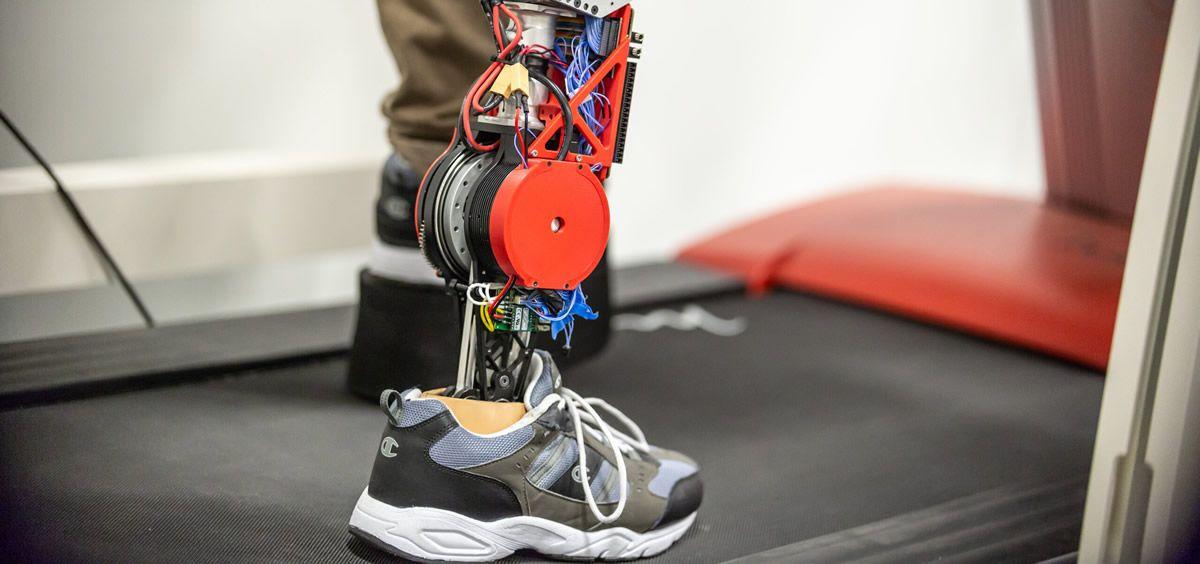 Nuevo prototipo robótico de prótesis de pierna. (Foto. Universidad de Texas en Dallas)