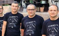De izquierda a derecha, Alberto Albiol (iTEAM), Luis Caballero y Francisco Albiol (IFIC), Antonio Albiol (iTEAM) (Foto