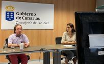 Amós García Rojas, jefe de sección de Epidemiología y Prevención y Eva Elisa Álvarez León, especialista en Medicina Preventiva y Salud Pública.