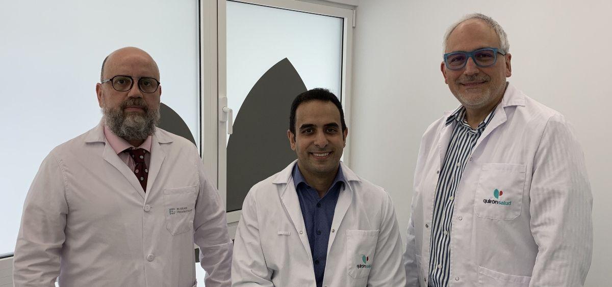 De izquierda a derecha, los doctores Jorge Cuevas, Ghassan Elgeadi y Santiago Domenech (Foto. ConSalud)