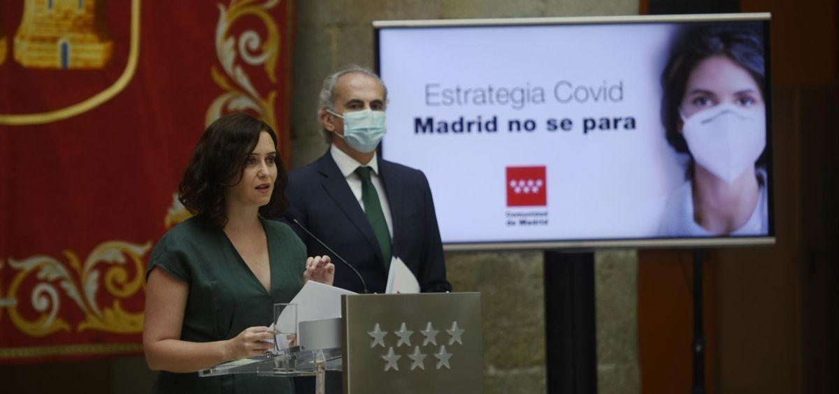 Isabel Díaz Ayuso junto a Enrique Ruiz Escudero en la rueda de prensa (Foto. EP)