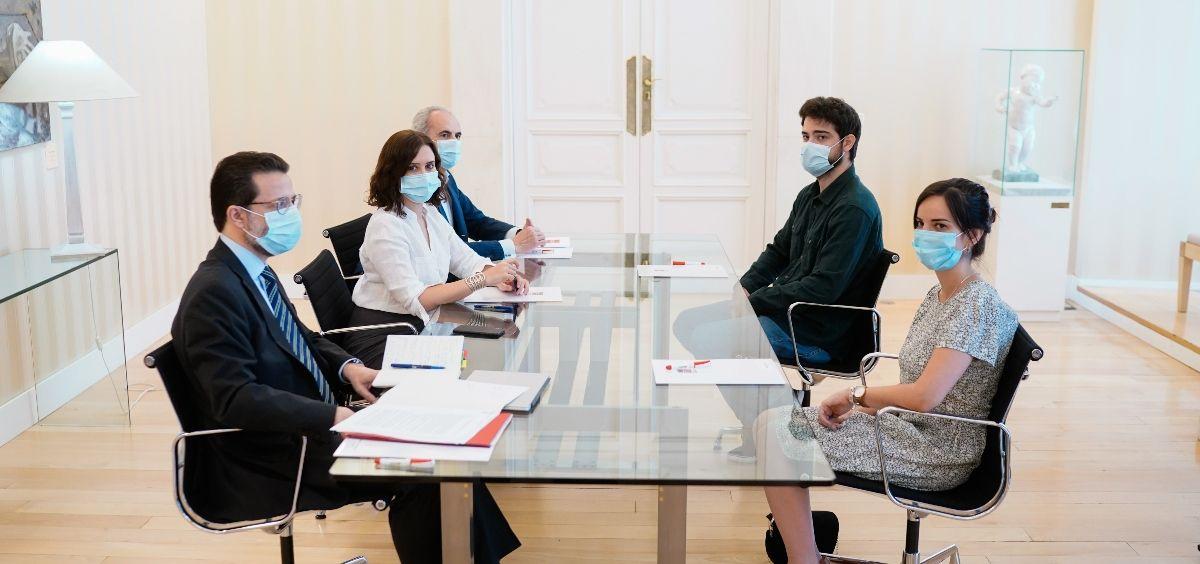 Reunión entre el Gobierno de la Comunidad de Madrid y el Comité de Huelga de los MIR. (Foto. Comunidad de Madrid)