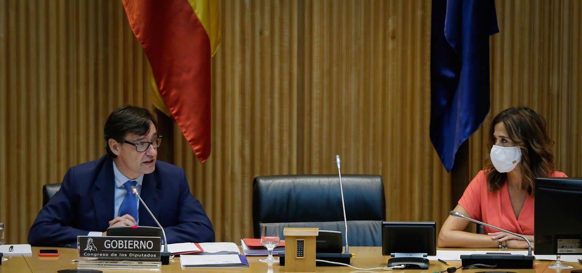 El ministro de Sanidad, Salvador Illa, junto a Rosa Romero, presidenta de la Comisión de Sanidad (Foto. Congreso de los Diputados)
