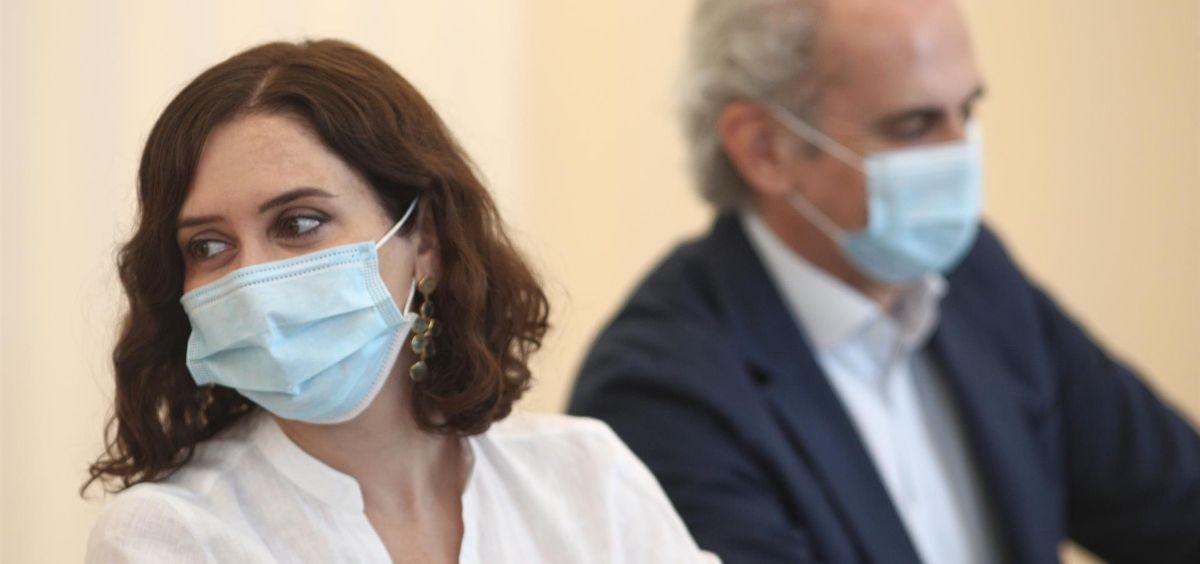 La presidenta de la Comunidad de Madrid, Isabel Díaz Ayuso; y el consejero de Sanidad, Enrique Ruiz Escudero (Foto. EP)