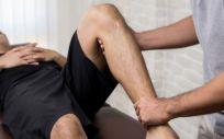 La fisioterapia como tratamiento en pacientes con artrosis de rodilla reporta una mejoraría en la puntuación relativa al dolor y funcionalidad física (Foto. Freepik)