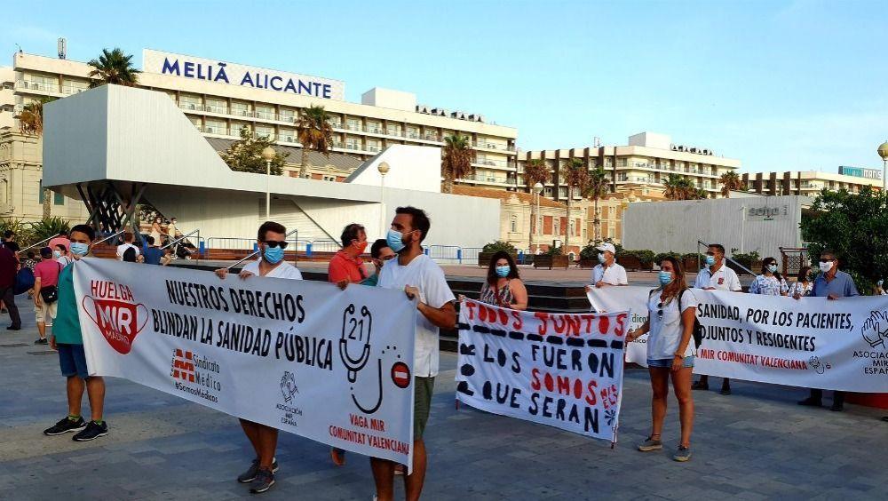 Concentración de los MIR de la Comunidad Valenciana (Foto: @huelgamircv)