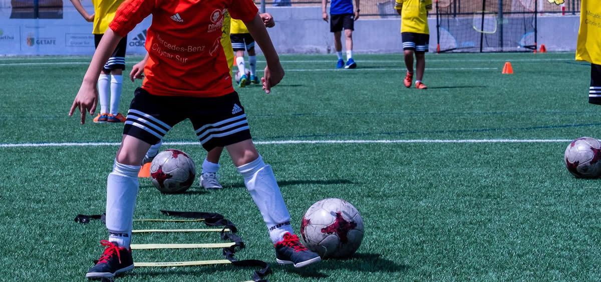 Niños en un entrenamiento de fútbol (Foto: Europa Press)