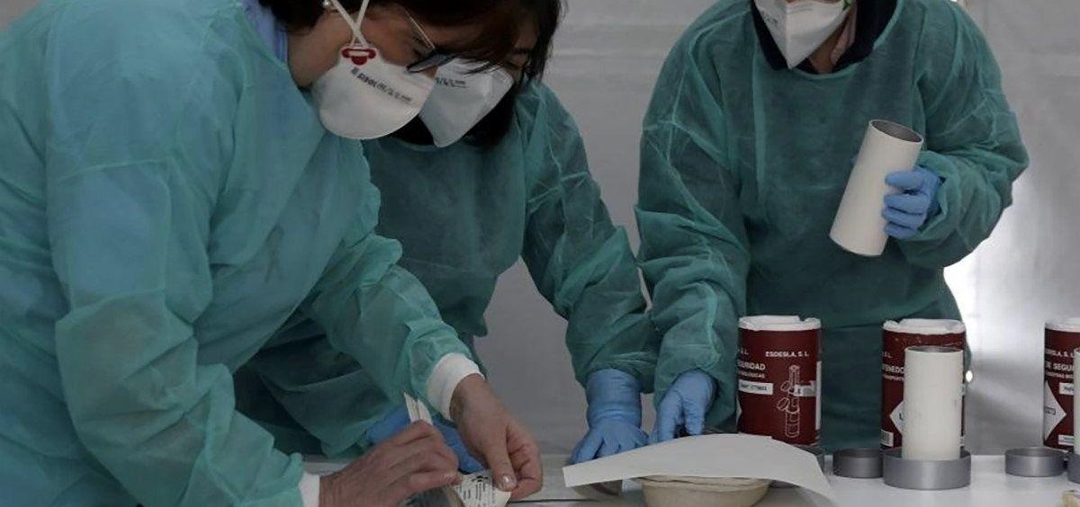 Imagen de archivo de unas enfermeras trabajando con mascarillas. (Foto. SATSE   Archivo EP)