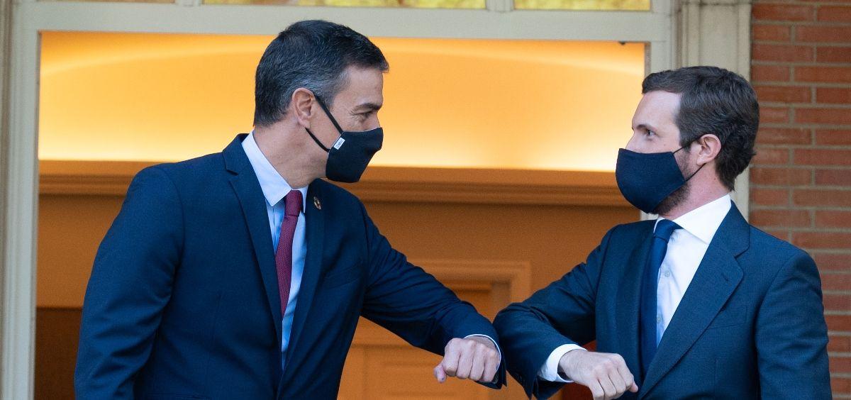 El presidente del Gobierno, Pedro Sánchez, y el líder del PP, Pablo Casado. (Pool Moncloa/Fernando Calvo y B. Puig de la Bellacasa)