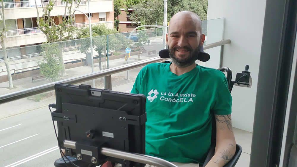 Jordi Sabaté, en su silla de ruedas eléctrica (Foto: @pons_sabate)