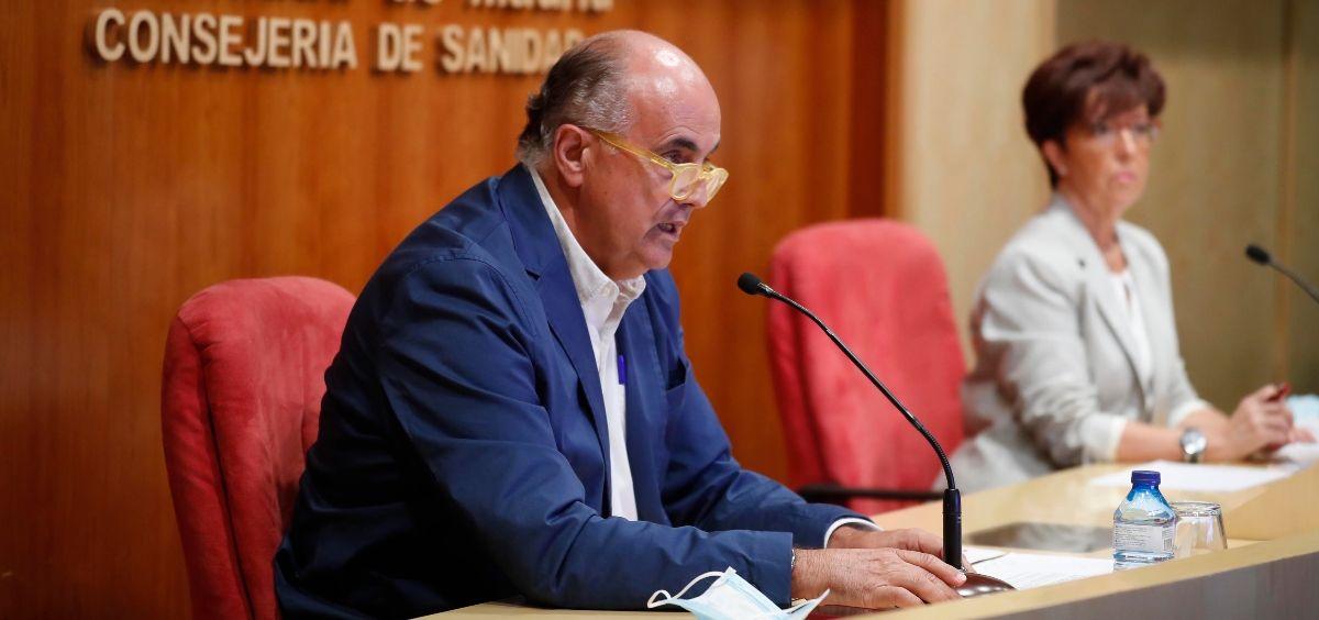 El viceconsejero de Salud Pública, Antonio Zapatero y la directora general de Salud Pública, Elena Andradas. (Foto. Comunidad de Madrid)