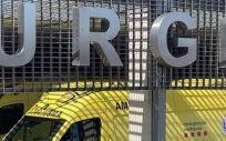 Una ambulancia en el área de urgencias del Hospital Universitario Arnau de Vilanova de Lleida (Foto. Europa Press)
