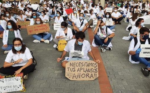 Huelga MIR en Cataluña: los residentes paralizan la sanidad catalana para denunciar su precariedad