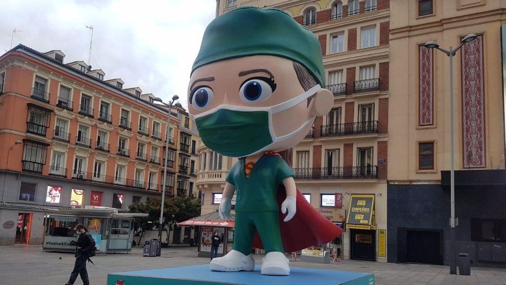 Una 'Supersanitaria' homenajea a los profesionales de España