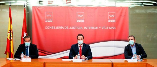 Enrique López (i), consejero de Justicia, Ignacio Aguado (c), vicepresidente de la Comunidad de Madrid, y José Manuel Franco (d), delegado del Gobierno en la región (Foto: CAM)