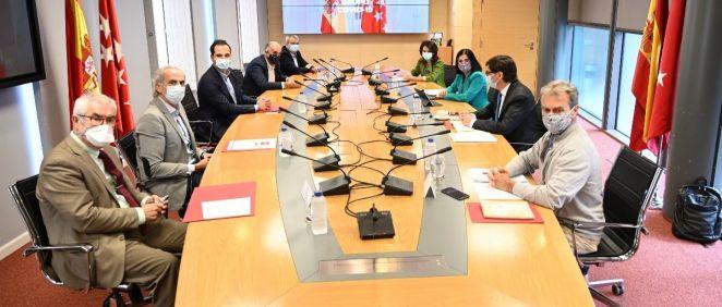 Reunión del Grupo Covid-19 entre el Gobierno y la Comunidad de Madrid, con Emilio Bouza en primer plano (i) (Foto: Pool Moncloa / Borja Puig)