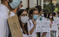 Protestas de trabajadores del Hospital de Torrevieja (Alicante) y Médicos Internos Residentes (MIR). (Foto. Rober Solsona - Europa Press)