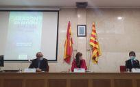 De izquierda a derecha, el presidente del Forum, Carlos Iglesias, la consejera Sira Repollés y el alcalde de Huesca, Luis Felipe (Foto. Gobierno de Aragón)
