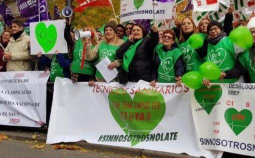 Técnicos sanitarios presionan en el Congreso por una enmienda para su reclasificación profesional
