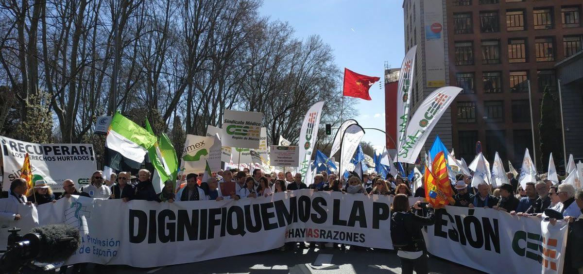 Imagen de la manifestación de los médicos de todo el país celebrada a las puertas del Ministerio de Sanidad en Madrid en 2019. (Foto. CESM)