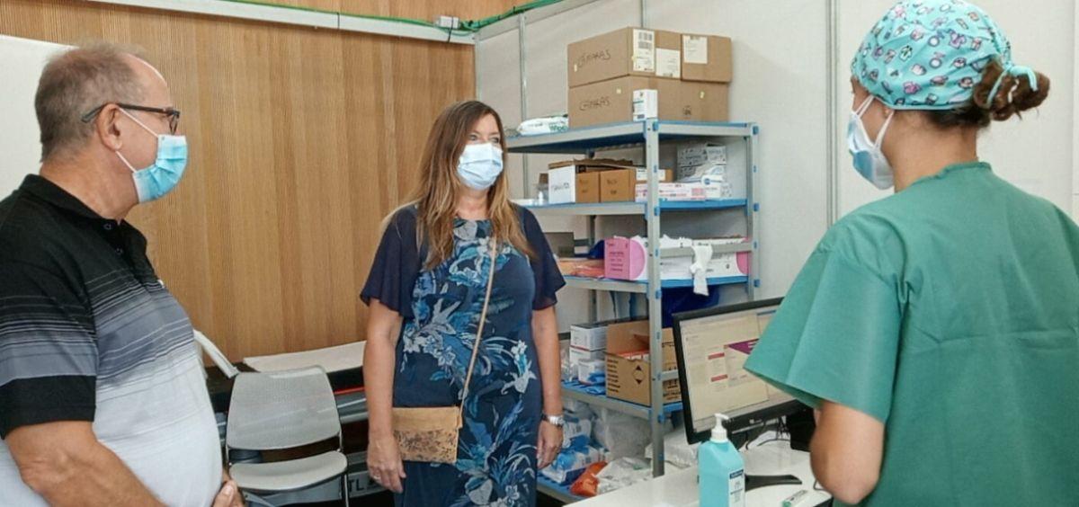 La consejera de Salud y Consumo, Patricia Gómez, durante la visita al centro (Foto. GOIB)