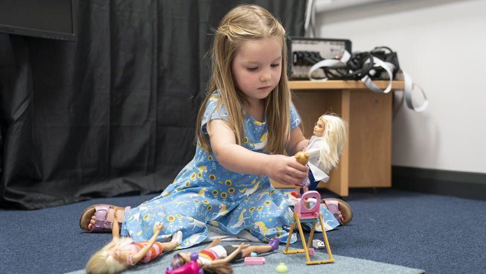 Neurociencia para explorar el impacto positivo del juego con muñecas en los niños