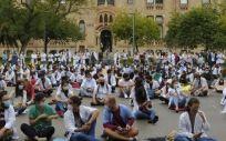 Los MIR catalanes protestando delante de la Consejería de Salud. (Foto. Metges de Catalunya)