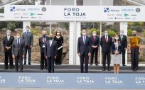 Algunas de las autoridades asistentes al Foro La Toja (Foto: Marta Vázquez Rodríguez - Europa Press)