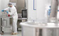 Trabajador en planta farmacéutica (Foto. Farmaindustria)