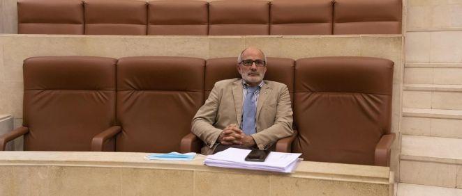 Consejero de Sanidad, Miguel Rodríguez, en el Parlamento (Foto. Parlamento de Cantabria)