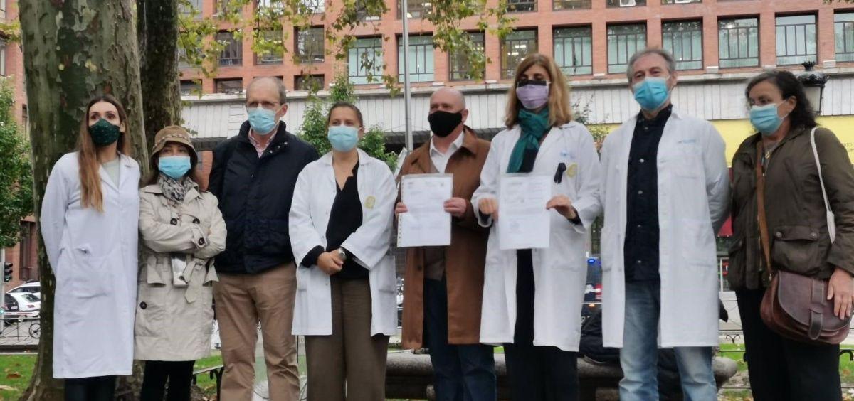 Los sindicatos de médicos entregan una carta a Sanidad para evitar la huelga del próximo 27 de octubre. (Foto. CESM)