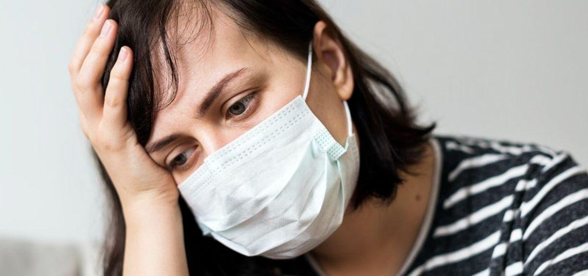 Paciente con mascarilla y síntomas de covid 19. (Foto. Rawpixel)