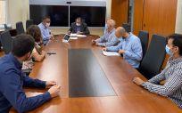 El consejero de Sanidad de Canarias, Blas Trujillo, y su equipo, durante la reunión con el comité de huelga MIR. (Foto. Gobierno de Canarias)