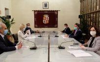 Imagen de la reunión mantenida entre los presidentes autonómicos de Madrid, Castilla y León y Castilla-La Mancha. (Foto. @jcyl)