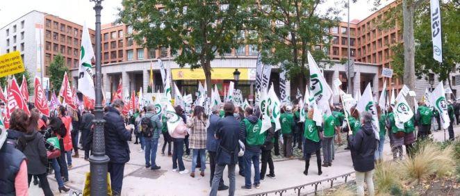 Imagen de las protestas a las puertas del Ministerio de Sanidad. (Foto. CSIF)