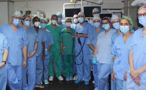 El Hospital de Alicante utiliza un enteroscopio para tratar lesiones del intestino delgado