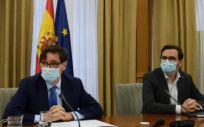los ministros de Sanidad y Consumo, Salvador Illa y Alberto Garzón (Foto. Ministerios de Sanidad y Consumo)